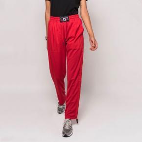 Kith women trackpants/sweatpants/joggingsbukser med fede detaljer, brugt få gange! Passer small-medium