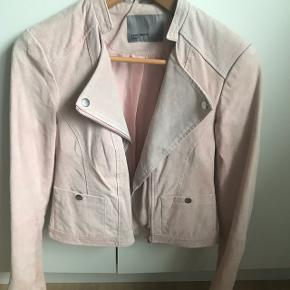 Flot rosa farvet Ruskindsjakke fra Vero Moda Str M Ægte ruskind