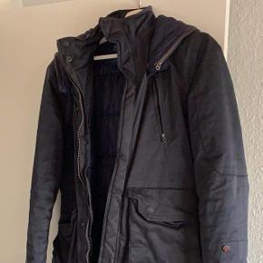 Lækker g Star raw lang jakke navy blå står rigtig pænt og er dejlig varm