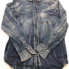 Varetype: Denimskjorte Farve: Blå Oprindelig købspris: 1200 kr.