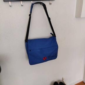 """Skulder taske med plads til 15"""" pc"""