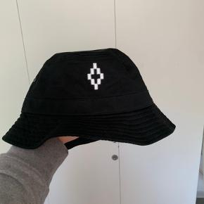 Marcelo Burlon hue & hat