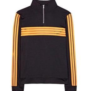 Ganni sweatshirt / bluse str M. Nypris 1600   95% rayon / 5% elastan  Små brugspor foran - men ses ikke når den er på. Deraf prisen. Skriv for mere info