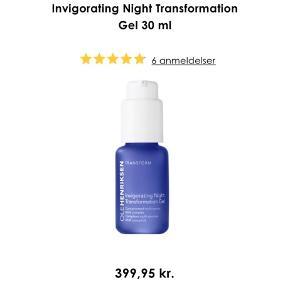 Prisen er fast og ekskl. fragt Ny og uåbnet. 30ml. Vejl. Pris 399,-  Ole Henriksen Invigorating Night Transformation Gel 30 ml  BESKRIVELSE Ole Henriksen Invigorating Night Transformation Gel er en gel, som er med til at give huden en mere jævn og glat overflade. Produktet bruges om aftenen, for at huden kan få ro til at absorbere alle virkestofferne om natten. Den udjævner hudens overflade, giver en finere tekstur og minimerer synligheden af porer, blandt andet på grund af indholdet af glykolsyre og mælkesyre. Dette produkt giver hurtige resultater uden at irritere huden. Efter brug af Ole Henriksen Invigorating Night Transformation Gel vil man vågne op med en mere glat og ungdommelig hud. Vær opmærksom på at på grund af frugtsyrerne i denne creme, anbefales det at bruge solbeskyttelse i dagtimerne.  Fordele:  Serum Giver en glat og jævn overflade Forfiner hudens struktur Mindsker porerne Virker ikke irriterende på huden Til alle hudtyper Uden parabener, sulfater og phthalater Veganvenlig  Anvendelse:  Påføres om aftenen på afrenset hud Bruges i ansigt, på hals og decolleté Afslut med natcreme