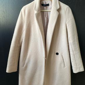 Zara coat, light pink.  Small rupture on inside seam, easy fix if you know to sew otherwise cheap if sent to the tailor :)