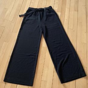 SELECTED FEMME: SFTEO MW WIDE LEG PANT, Size/Tall 34. Bukserne kommer med original tag aldrig brugt - kun prøvet på. Farve: Navy. Er Fog meget meget mørke. Nypris 500,-    #trendsalesfund #secondchancesummer