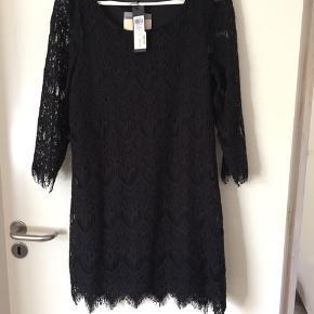Rigtig fin kjole fra Vila 🌸helt ny, med prismærke 🌸fejlkøb🌸Mp 299,95 🌸Mp 125kr🌸