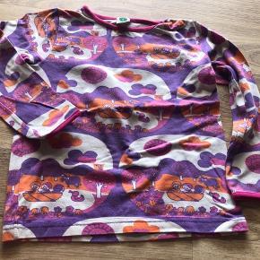 Lækker blød bluse fra småfolk i retro look str 5-6 år.