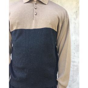 Sweater str XL  Da tøjet jeg sælger er vintage, har jeg sat standen som god, men brugt, i og med at tøjet er brugt, men tøjet fejler ikke noget, medmindre det er oplyst i beskrivelsen 😊 Jeg har et stort parti vintagetøj som jeg sælger ud af her på min tradono. Der er både til pige og dreng og mange forskellige mærker, styles og størrelser! Tjek mine andre annoncer ud for at se, om du finder mere. Jeg opdaterer løbende med nye varer fra mit parti. Følg derfor med på min profil, for at holde dig opdateret 😊