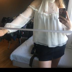 Virkelig sød bluse fra Zara, kun brugt en enkelt gang, købspris var 300kr, str S.
