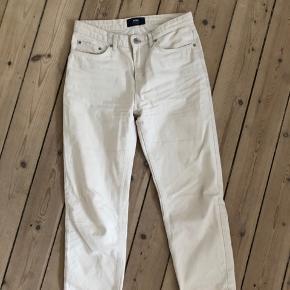 Wood Wood, Eve jeans i off White.  Størrelse 27   Kan afhentes på Nørrebro eller sendes mod betaling 🧡