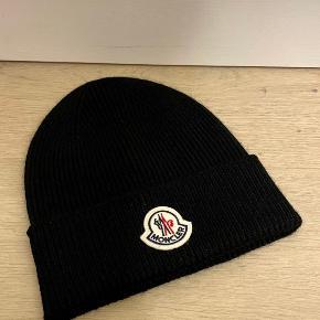 Moncler hue & hat
