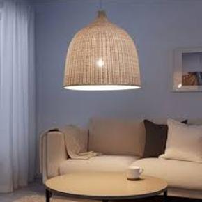 Super flot loftslampe i flet, måler 60x60 cm.