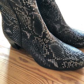 Så lækre støvler, utrolig dejlig støvle at have på.