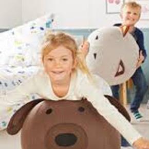 Sjov oppustelig pude til børneværelset. Puden er en hund og kan tåle op til 30kg belastning