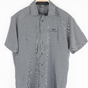 Armani skjorte