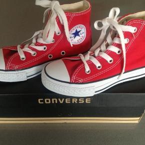 Helt nye super fed org. Converse støvler str. 30. Stadig i org. æske. Mp kr. 150 (nypris kr. 400) Bor 6710
