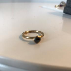 Guld ring, 8 karat.  Køb alle 3 som sæt for 800kr   Byd endelig! 😊 Køb flere ting, så deler vi gerne fragten 🥳