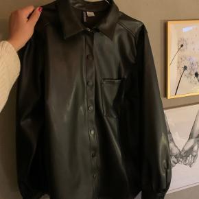 Fin læderskjorte