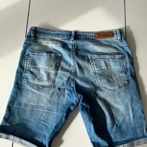 Gabba shorts - Denim  Shorts med knappe lukning. Størrelse: 33.
