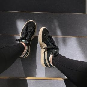 Sælger mine sorte Puma sko, da de er blevet for små.  Skriv for mere info