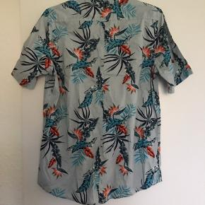 Flot skjorte med korte ærmer i super god stand
