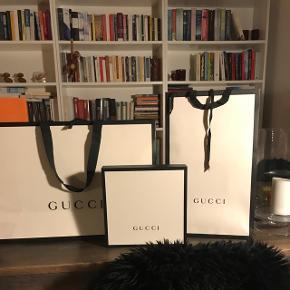 Gucci poser Stor: 250kr Høj: 150kr   Gucci æske Mellem (t-shirt størelse): 300kr (Solgt)