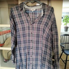 Str s som svarer til 42-44, ubrugt lækker skjorte/tunika