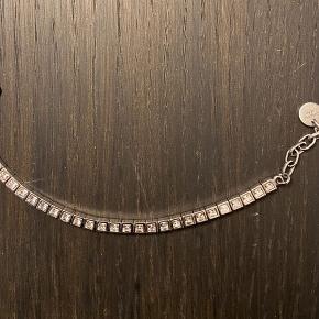 Sødt tennisarmbånd  fra Dyrberg Kern i sølv