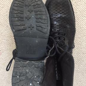 Fede støvler - men lidt for store til min fod  Køber betaler Portoen .. 😅