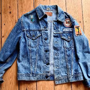 Fed unik vintage denim jakke fra Levi's. BIG E. Skriv evt. for mere detaljeret billeder.