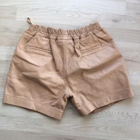 Lækre lammeskind shorts fra Ravn. Aldrig brugt