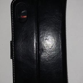 Sælger dette iPhone x/xs cover, da det aldrig bliver brugt eller aldrig er blevet brugt. Kvaliteten er helt i top og coveret er fremstillet i ægte læder. Fejler intet!   ❌ Byd ❌ Køber betaler fragt