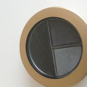 Varetype: Eyeliner Størrelse: 2/8g Farve: Black Plus
