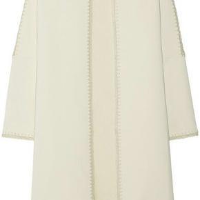 Så fin jakke, brugt 2 gange, der er en lille plet tror det er læbestift, se billede Style: Azzica