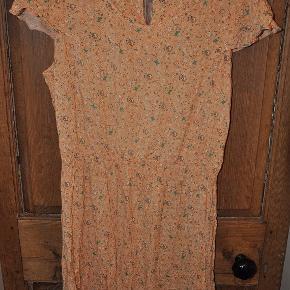Peacocks kjole str. 46. Brugt 1 gang. bm 2x56 cm længde 93 cm. 60kr plus porto (m8498)  #Secondchancesummer