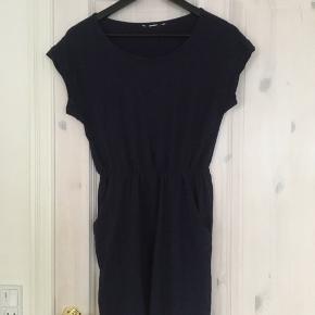 Navy elastisk kjole med lommer fra h&m🌹  Køber betaler fragt