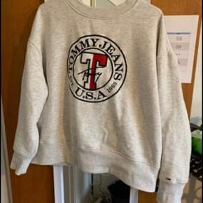 Cropped Tommy sweater.