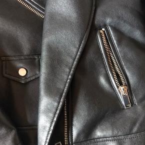 imiteret læder jakke fra mango