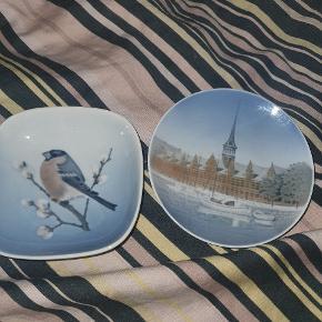 to kongelige askebæger  den med fuglen på er 1 sortering og den anden er 2 sortering  prisen er for begge to  se også mine andre gode annoncer