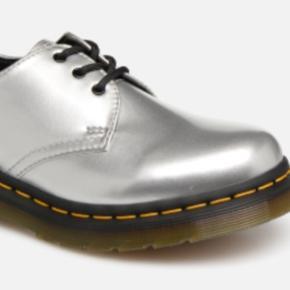 Skønne sølv sko , sælges til 400kr købspris 1100kr