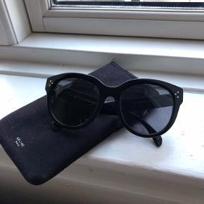 """Sælger disse solbriller i modellen """"Audrey"""". Købt i Cannes i 2014. Fejler intet."""