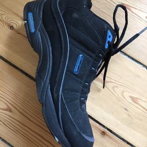 Fedeste Reebok Sneakers 👟 Købt på tradono til 500,- (har ikke selv brugt dem).  Er i rigtig fin stand 👌🏽👏🏽