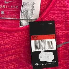 Lækker trænings t-shirt fra Nike Aldrig brugt