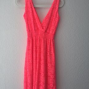 Kjolen er brugt et par gange men ingen mærker eller skader.