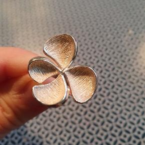 Smuk sølvring str 51. Den er som ny 😍!