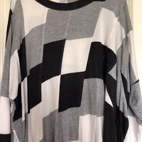 Ny Ivan Grundahl bluse, et fejlkøb 😊 Længde 56 Bredde 74  Tilhørende tørklæde Kr 150