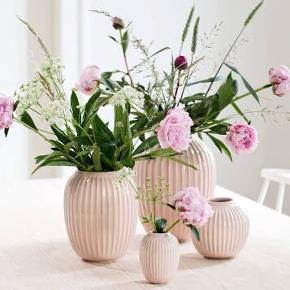 Kæhler vase i rosa, 10 cm. (Den lille)  Fri fragt.   Har ingen skid eller skader- helt som ny.