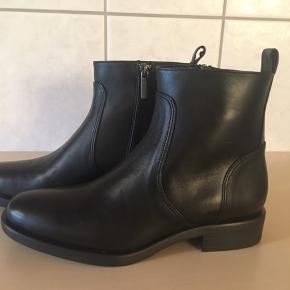 Vildt lækre støvler fra Apair, kun prøvet på. Stadig i æske.  Købspris 2399,-