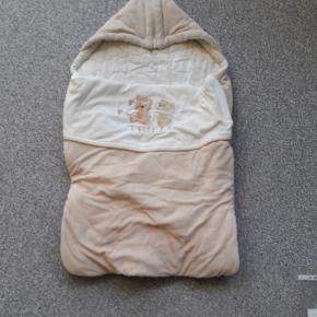 Sovepose til babyer  Fra Trille  Som ny brugt under 10 gange  Flere anvendelsesmåder fx som tæppe  Fra røgfrit og dyrefrit hjem
